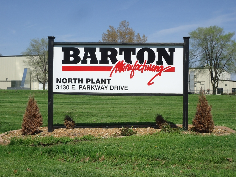 Barton Mfg. post and panel sign
